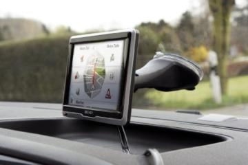 Becker ready.6l EU plus Navigationsgerät (15,8 cm (6,2 Zoll) Bildschirm, 45 Länder vorinstalliert, Lebenslange Kartenupdates und Blitzerwarner, TMC, Bluetooth, inkl. MagClick Aktivhalter) -